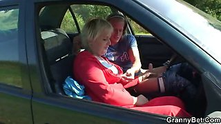 Hitchhiking granny fucked in the car