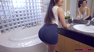 Adorable room-mate Jennifer White gets fucker hard in missionary