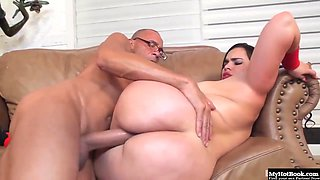 Chubby Latin brunette with bouncy boobs is kneeling in front of her guy and sucking his cock