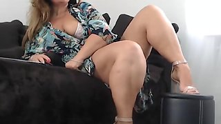 Sexy Chunky Milf Teases And Toys