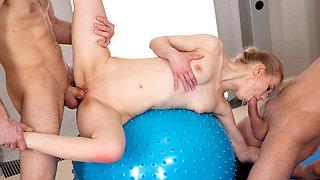 18 Videoz - Ronny, Lightfairy - Sex party with yoga teeny