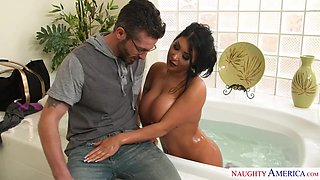 Asian bombshell August Taylor gets laid after taking a bath