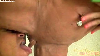 Ashle Chambers gets her naked musclura big clit sucked