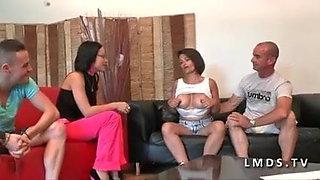 Milf aux gros seins sodomisee par son mec dans LaMaisonduSex