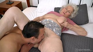 Old Ugly Gilf Fucked By Young Man - Cumshot
